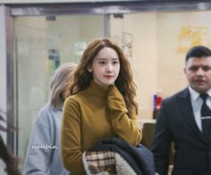 """""""I dont think i'll ever shut up abt how Yoona gets more attractive w her permed hair 😣"""" Girl's Generation, Im Yoon Ah, Yoona Snsd, Love Rain, Permed Hairstyles, Airport Style, Airport Fashion, Hair Beauty, Turtle Neck"""
