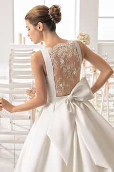 This princess-style ball gown is as pretty as can be! BOLINA wedding dressy by Aire Barcelona features a delicate lace back accented by a gorgeous bow. Wedding Dress Backs, Backless Wedding, Gorgeous Wedding Dress, Wedding Dress Sleeves, Dream Wedding Dresses, Beautiful Gowns, Bridal Dresses, Lace Wedding, Gown Wedding