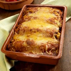 See our Creamy Chicken Enchiladas Verde video and make this green chicken enchilada recipe! Tasty Salsa adds flavor to our green chicken enchilada recipe. Slimming World Dinners, My Slimming World, Slimming World Recipes, Slimming Eats, Beef And Bean Enchilada Recipe, Enchilada Recipes, Tortilla Recipes, Enchilada Bake, Quesadilla Recipes