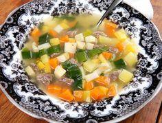 Köttsoppa. Gör egen klassisk svensk köttsoppa med grönsaker och ev. soppklimp.