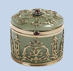 A RUSSIAN HARDSTONE GEM SET BOX   The circular box with bowenite base within a fine repoussé gold frame with a diamond-set finial, modern Russian marks, W:46mm.,H:43mm. #preciousbeautifulboxes