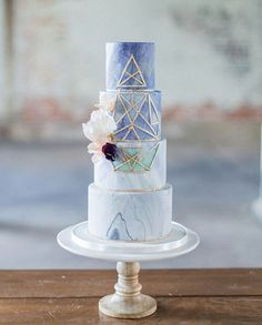 Swooning over this beautiful marbled fondant cake by @cake_whisperer. With the combination of mint blue color and a touch of gold linings that creates a geometric pattern, this wedding cake is a perfect opt for brides who wants to have an edgy and modern vibe to their wedding. Who loves this as much as we do? Show some love! Photography @laurakellyphoto / Flower @preshflora / Decoration @amyandjendecor