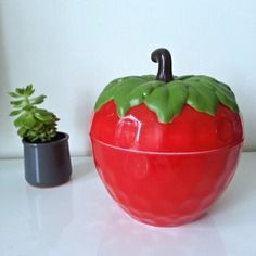 Grosse fraise à glaçons rouge, vintage ( pomme à glaçons)