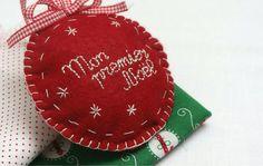 Décoration à suspendre en feutrine rouge ou blanche Mon premier Noël