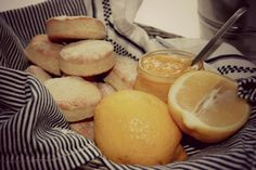 theamyklebust.no: Scones med lemon curd