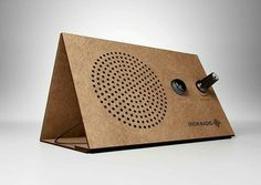 Radio solar de cartón