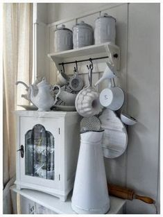White kitchen items and a white decor Decor, Shabby Chic Kitchen, Cottage Kitchen Cabinets, Country Kitchen Cabinets, Old Kitchen Cabinets, Cabinet Makeover, White Decor, Kitchen Cabinets Makeover, Creative Decor