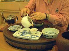 Mùa xuân là mùa đẹp để uống trà xanh Theo các nghệ nhân trà đạo, mùa cũng ảnh hưởng tới chất lượng và hương vị của lá trà. Trà xanh thường được thu hoạch trước lễ hội Qingming và lô trà tươi mới đầu tiên được gọi là Tân trà.