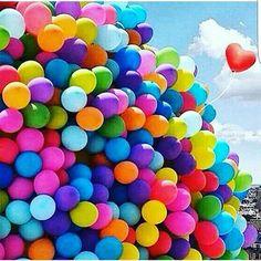 Herkese Bu renkli Balonlar gibi guzel ve neseli haftasonlari dilerim