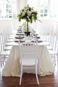 Tablescape ● Green & White