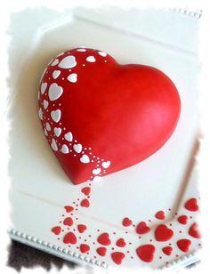 торт-сердце с мастикой
