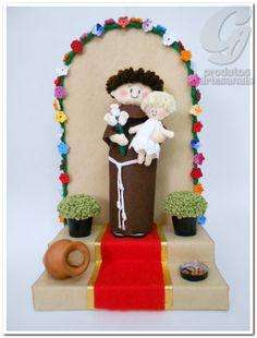 Altar de Santo António. Em Lisboa, é tradição popular, a construção de altares ao Santo, cuja festa é a 13 de Junho. Baby Baptism, Nativity, Gingerbread, Decoupage, Madonna, Diy Projects, Christmas Ornaments, Holiday Decor, Crafts