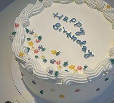 Pretty Birthday Cakes, Pretty Cakes, Simple Cake Designs, Korean Cake, Pastel Cakes, Frog Cakes, Just Cakes, Cake Shop, Piece Of Cakes