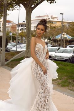 "Amazing Embroidered Sleeveless Mermaid Wedding Dress / Bridal Gown with Strapless Illusion, Detachable Tulle Skirt and a Train. Collection ""Passion by Tina"" 2019 by Tina Valerdi Buy Used Wedding Dress, Wedding Dress Outlet, Wedding Dress Shopping, Elegant Wedding Dress, Modest Wedding, Boho Wedding, Western Wedding Dresses, Dream Wedding Dresses, Wedding Gowns"