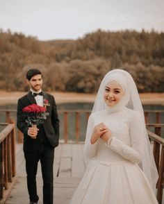 Muslim Wedding Gown, Muslimah Wedding, Muslim Wedding Dresses, Muslim Brides, Muslim Couple Photography, Wedding Photography Poses, Wedding Poses, Wedding Couples, Cute Muslim Couples