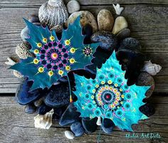 Yulia Eliyau from YuliaArtDots painted these leaves in shades of turquoise and dot painted colourful mandalas on them. Leaf Crafts, Craft Stick Crafts, Fall Crafts, Diy And Crafts, Arts And Crafts, Deco Nature, Dot Art Painting, Painted Sticks, Painted Leaves