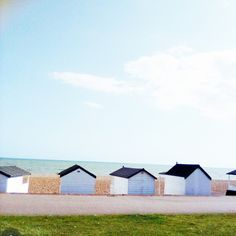Seaside inspiration, warm British weather and clear blue skies make a perfect day to sit on the sand and illustrate with quintessential beach huts and the ebb and flow of the waves across the pebbles beach. Peace and tranquillity and sketchbook ... Bliss 🏖🎨⠀⠀⠀⠀⠀⠀⠀⠀⠀ ⠀⠀⠀⠀⠀⠀⠀⠀⠀ #beachillustration #seasideinspro #beachhuts #illustrationinspro #eastsussex #southofengland #summervibes #adayonthebeach #artistinspiration #designinspiration #freelancedesigner #freelanceartist #coastalengland…