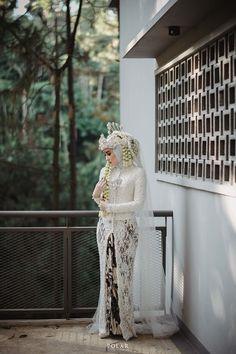Muslim Wedding Gown, Kebaya Wedding, Muslimah Wedding Dress, Muslim Wedding Dresses, Disney Wedding Dresses, Hijab Bride, Dream Wedding Dresses, Muslim Brides, Bridesmaid Dresses