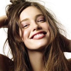 Emily DiDonato is credited as Fashion model, New York IMG, Glamour editorial. Emily DiDonato is an American Fashion model, born in 1991 in New York. She was raised in a small town in Orange County in upstate New York and is of Irish Just Smile, Happy Smile, Smile Face, Beautiful Smile, Emily Didonato, Morning Beauty Routine, Beauty Routines, Portrait Photos, Portrait Photography