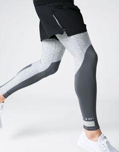 Legging sport técnico detalles. Descubre ésta y muchas otras prendas en Bershka con nuevos productos cada semana