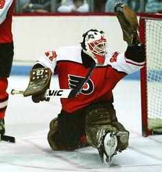 My all-time favorite Flyers goalie - Ron Hextall Flyers Hockey, Hockey Goalie, Hockey Games, Hockey Players, Ice Hockey, Flyers Players, Philadelphia Flyers, Goalie Mask, Soccer World
