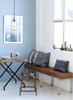 Tonos azules y una lámpara muy chula de #housedoctor #estilonordico