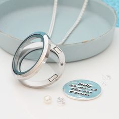 Floating lockets with interchangeable personalsied back-plates