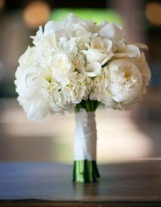 Prachtig verschillende witte bloemen, perfect voor een bruiloft thema wit!