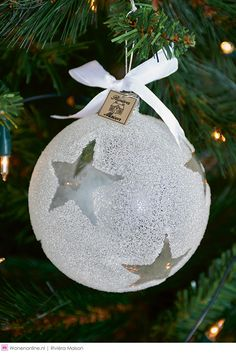 Rivièra Maison kersttrends 2015 #christmas #xmas #2015 White Christmas Ornaments, Christmas 2015, Christmas And New Year, Christmas Bulbs, Christmas Crafts, Merry Christmas, Christmas Decorations, Xmas, Holiday Decor