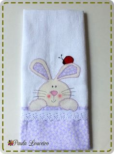 Artes de Paula Louceiro Easter Projects, Sewing Projects For Kids, Easter Crafts, Sewing Crafts, Patch Quilt, Applique Towels, Sewing Machine Embroidery, Mini Quilts, Quilt Tutorials
