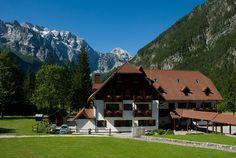 Rij over de Oostenrijkse Alpen naar de Sloveense Alpen en daal neer in dit prachtige stukje natuurschoon. Hotel Plesnik is gelegen in een regionaal park met oogverblindende panoramische uitzichten, adembenemende watervallen en omringd door de Alpen.  via effefoetsie.nl