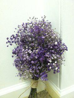 purple+baby's+breath | Purple babies breath bouquet wrapped in raffia | Outdoor Wedding