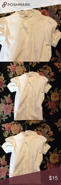 Vtg  white cotton blouse with Peter Pan collar This is such a classic good cotton short sleeve blouse the Peter Pan collar has open work or eyelets Vintage Tops Blouses