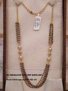 Check Out The Complete Pearl Chain Designs Here! Gold Bangles Design, Gold Jewellery Design, Bead Jewellery, India Jewelry, Collar Rosa, Pearl Necklace Designs, Gold Necklace, Pendant Necklace, Gold Mangalsutra Designs