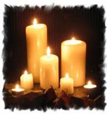 Les bougies représentent l'élément du feu lors des sortilèges. Leur rôle est primordial : pas de sortilège sans bougies. Elles apprennent beaucoup de choses au sorcier (ou à la sorcière) : par leurs vibrations, par la fumée dégagée, par leur vitesse de combustion, si elles s'éteignent toutes seules…