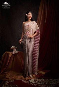 Thai Traditional Dress, Traditional Fashion, Traditional Outfits, Traditional Wedding, Cute Dresses, Prom Dresses, Formal Dresses, Thailand Fashion, Thai Fashion