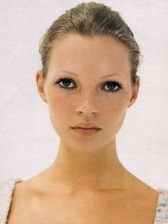 seahell: lamorbidezza: Kate Moss by Corinne Day for Vogue UK March 1993 babe Vogue Uk, Linda Evangelista, Kate Moss Joven, Pretty People, Beautiful People, Queen Kate, Miss Moss, Make Up Inspiration, Pretty Face