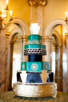We like the green layers and the fan at the top. Not super into the black- we would prefer to have brighter colors on the cake.