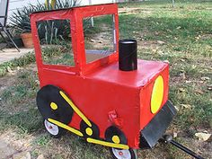 How to make a red wagon into a train. Coolest Halloween costume ever! Holidays Halloween, Baby Halloween, Halloween Crafts, Halloween 2018, Halloween Ideas, Wagon Halloween Costumes, Cool Costumes, Costume Ideas, Wagon Floats