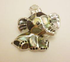 ¡Es un broche-colgante! de plata esmaltada diseño de elefante