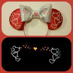 Glow in the dark Kissing Mickey and Minnie Ears by Earsboutique Disney Diy, Diy Disney Ears, Disney Mickey Ears, Disney Bows, Disney Crafts, Disney Trips, Disney 2017, Disney Ears Headband, Ear Headbands