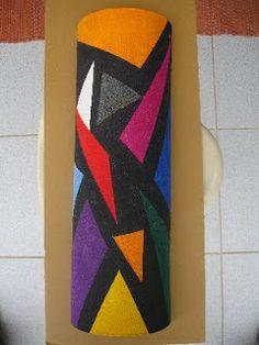 By art carioca. Bottle Painting, Bottle Art, Fan Blade Art, Pom Pom Crafts, Arts And Crafts, Diy Crafts, Bottles And Jars, Wire Art, Garden Art