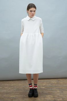 To know more about THE WHITEPEPPER Oversized Midi Smock Dress with Collar Ivory, visit Sumally, a social network that gathers together all the wanted things in the world! Simple Dresses, Cute Dresses, Casual Dresses, Stephane Rolland, Oversized Dress, Smock Dress, Yohji Yamamoto, Collar Dress, Minimalist Fashion