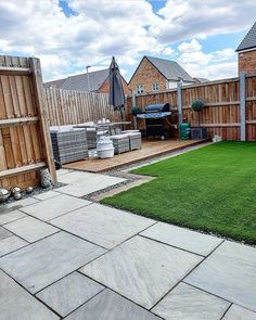 Garden goals from Katie 😍 Our Kalahari Artifical Grass compliments the grey outdoor furniture beautifully, this results in a colourful, modern look. Create the look - order your free samples today 👉 Garden Patio Furniture, Luxury Garden, Patio Design, Back Garden Design, Astro Turf Garden, Modern Backyard Landscaping, Garden Projects
