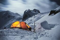 RV And Camping. Great Ideas To Think About Before Your Camping Trip. For many, camping provides a relaxing way to reconnect with the natural world. If camping is something that you want to do, then you need to have some idea Snow Camping, Camping Photo, Winter Camping, Winter Tent, Camping Lanterns, Camping Lights, Wilderness Survival, Camping Survival, Emergency Preparedness