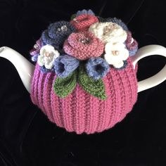 Hand Knitted Tea Cosy, Tea cosies, Tea Cozy cup) by RicketyGates on Etsy Crochet Geek, Form Crochet, Hand Knitting, Knitting Patterns, Knitted Tea Cosies, Geek Crafts, Tea Cozy, Mosaic Art, Handmade Crafts