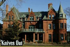 """Mystery Solved: Harlan Thrombey's Mansion in """"Knives Out"""" - Hooked on Houses Golden Girls House, Rian Johnson, 1920s House, Old Mansions, Grand Homes, Celebrity Houses, Old Houses, Hobbit Houses, Amigurumi"""