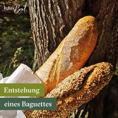 Anders als bei normalen Weißbrot wird deutlich weniger Hefe verwendet, manchmal findet man noch reines Sauerteig Baguette, wie z.B. bei Josephs Bio Baguette dunkel. 🥖Oftmals wird der Teig lang und kühl geführt, oder mit einem sogenannten Vorteig vermengt.  👉Weiterlesen und mehr erfahren  #baguette #geliefert #geschichte #auswien #regional #lieferservice #josephbrot #biobaguette #hausbrot #frühstücksliebe #frühstück Regional, Italian Words, French Baguette, Best Appetizers, Dark