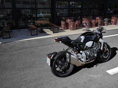 La galería completa de fotos de acción, estudio, detalles y fondos de escritorio de la Honda CB1000R 2018 en alta resolución. Cafe Concept, New Honda, Cool Bikes, Vehicles, Motors, Motorcycles, Sportbikes, Hs Sports, Large Photos