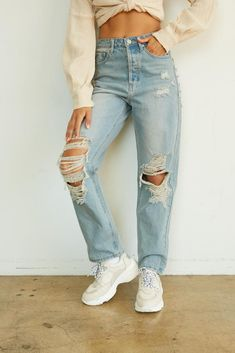 Diy Ripped Jeans, High Jeans, Jeans Denim, High Waist Ripped Jeans, Ripped Boyfriend Jeans Outfit, High Waisted Baggy Jeans, Distressed Jeans Outfit, High Rise Boyfriend Jeans, Light Wash Ripped Jeans